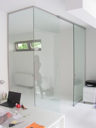 üveg térelválasztó fal